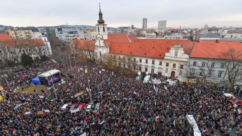 """People gather at Slovak National Uprising (SNP) square during a rally under the slogan """"For a Decent Slovakia"""" to pay tribute to murdered Slovak journalist Jan Kuciak and his fiancee Martina Kusnirova on March 9, 2018 in Bratislava, Slovakia. Demonstrations were expected to be held in dozens of Slovak cities and also abroad after the murder of investigative journalist Jan Kuciak, who was probing alleged high-level political corruption  / AFP PHOTO / JOE KLAMAR"""