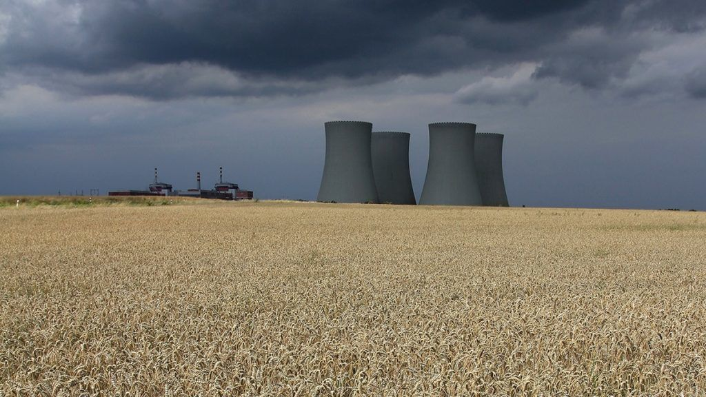 Dark clouds cover the sky over the four cooling towers of Temelin Nuclear Power Plant seen behind a grain field in the village of Temelin on July 24, 2011. AFP PHOTO / RADEK MICA / AFP PHOTO / RADEK MICA