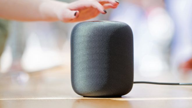 An Apple HomePod speaker rests on display at the company's retail store in San Francisco, California, February 9, 2018 / AFP PHOTO / NOAH BERGER