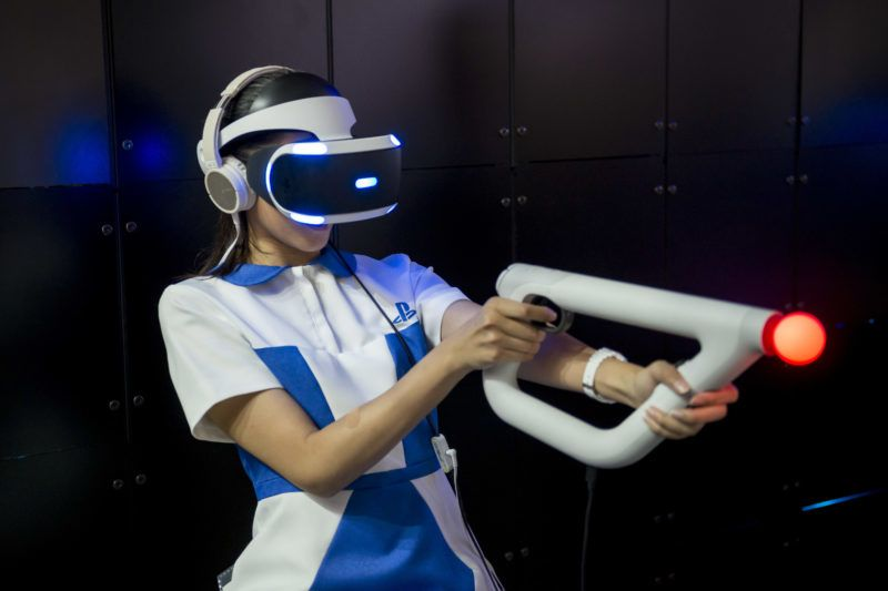 A visitor experiences Sony PlayStation VR game during the Tokyo Game Show 2017 at Makuhari Messe in Chiba, near Tokyo, 21 September 2017. Asia's largest gaming event opened with 609 companies and organizations from 36 countries and regions exhibiting at the game show. The Japanese video game industry is finding its way out of the doldrums, by adapting new technology for decades-old titles. And that energy was evident at the annual game show.  (Photo by Alessandro Di Ciommo/NurPhoto)