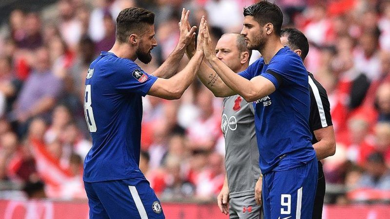 Chelsea's French striker Olivier Giroud (L) leaves the pitch after being substituted off for Chelsea's Spanish striker Alvaro Morata during the English FA Cup semi-final football match between Chelsea and Southampton at Wembley Stadium in London, on April 22, 2018. Chelsea won the match 2-0. / AFP PHOTO / Glyn KIRK / NOT FOR MARKETING OR ADVERTISING USE / RESTRICTED TO EDITORIAL USE