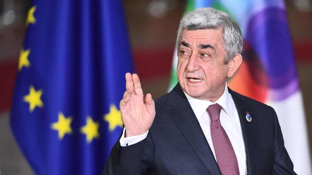 Armenia's President Serzh Sargsyan arrives for an ?EU Eastern Partnership summit with six eastern partner countries at the European Council in Brussels on November 24, 2017. Leaders from the EU and six former Soviet states meet in Brussels on November 24 for the latest summit aimed at deepening ties, but thorny subjects like Russian influence and the war in Ukraine are off the agenda. / AFP PHOTO / Emmanuel DUNAND
