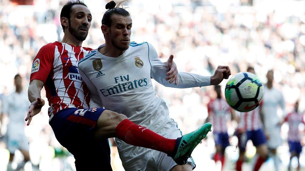 MADRID, SPAIN - APRIL 08: Gareth Bale (R) of Real Madrid in action against Juanfran (L) of Atletico Madrid during the La Liga soccer match between Real Madrid and Atletico Madrid at Santiago Bernabeu Stadium in Madrid, Spain on April 08, 2018. Burak Akbulut / Anadolu Agency