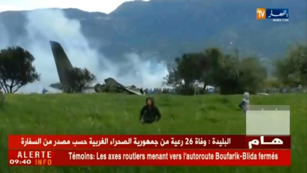 A grab from a video brodcast by Algeria's Ennahar satellite television channel on April 11, 2018 shows the scene of the crash of a transport plane, carrying around 100 Algerian army personnel on board.  The plane crashed shortly after taking off from an airbase outside the capital Algiers.  / AFP PHOTO / ENNAHAR TV / Marina PASSOS