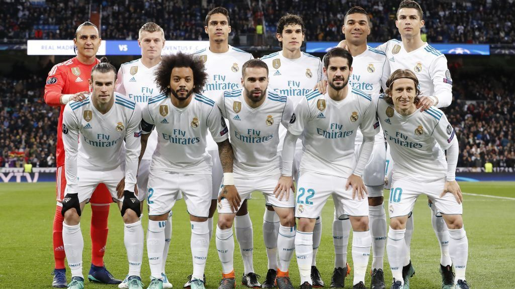 (Top Row L-R) goalkeeper Keylor Navas of Real Madrid, Toni Kroos of Real Madrid, Raphael Varane of Real Madrid, Jesus Vallejo of Real Madrid, Casemiro of Real Madrid, Cristiano Ronaldo of Real Madrid  (Front row L-R) Gareth Bale of Real Madrid, Marcelo of Real Madrid, Daniel Carvajal of Real Madrid, Isco of Real Madrid, Luka Modric of Real Madrid during the UEFA Champions League quarter final match between Real Madrid and Juventus FC at the Santiago Bernabeu stadium on April 11, 2018 in Madrid, Spain(Photo by VI Images via Getty Images)