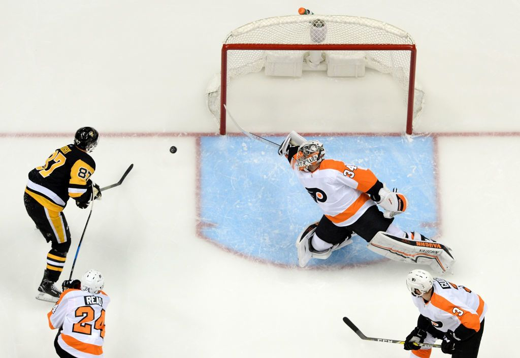 PITTSBURGH, PA - APRIL 11: Sidney Crosby #87 of the Pittsburgh Penguins scores a goal past Petr Mrazek #34 of the Philadelphia Flyers during the third period in Game One of the Eastern Conference First Round during the 2018 NHL Stanley Cup Playoffs at PPG PAINTS Arena on April 11, 2018 in Pittsburgh, Pennsylvania. (Photo by Justin Berl/Getty Images)
