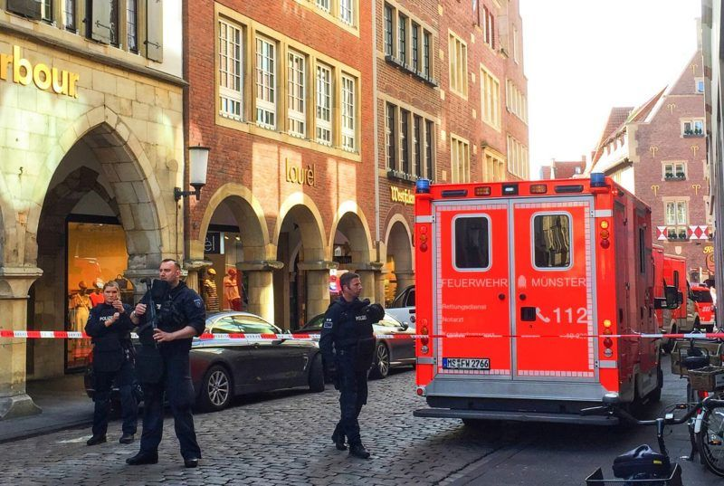 Police and first responders work at the scene when several people were killed and injured when a car ploughed into pedestrians in Muenster, western Germany on April 7, 2018. / AFP PHOTO / dpa / - / Germany OUT