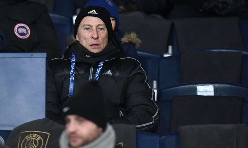 Former French player Jean Pierre Papin attends the French Cup football match between Paris Saint-Germain (PSG) and Marseille (OM) at the Parc des Princes stadium in Paris on February 28, 2018. / AFP PHOTO / FRANCK FIFE