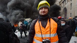 A file picture provided on May 29, 2018 shows Russian journalist Arkadiy Babchenko on January 22, 2014 during Maidan events in Kiev.A Russian journalist who wrote for opposition media was shot dead on May 28, 2018 in Kiev, Ukrainian police said. Arkadi Babchenko was shot in his apartment building in the Ukrainian capital.  / AFP PHOTO / Vasily MAXIMOV
