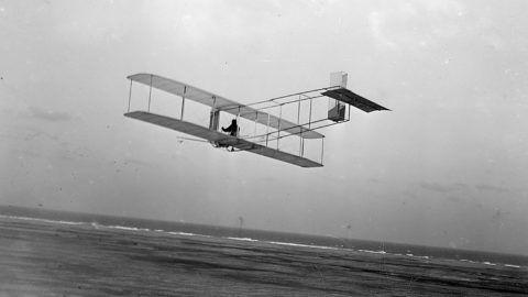 This circa 1901 image shows a three-quarter left rear view of a glider in flight at Kitty Hawk, North Carolina. AFP PHOTO/LIBRARY OF CONGRESS / AFP PHOTO / LIBRARY OF CONGRESS / HO