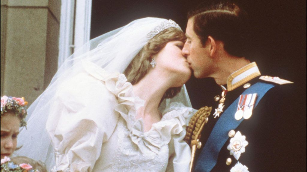 Charles, Prince of Wales, kisses his bride, Lady Diana, on the balcony of Buckingham Palace when they appeared before a huge crowd, on July 29, 1981, after their wedding in St Paul's Cathedral. / AFP PHOTO / POOL / -
