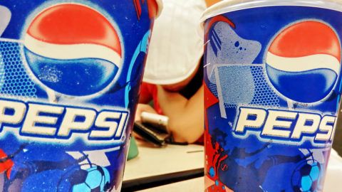 --File--View of Pepsi Coke at a restaurant in Shanghai, China, 16 September 2011.Soft drink giant PepsiCo announced guarantee plans on Wednesday (30 November 2011) for more than 30,000 of its employees in China, promising to pay more than 3 billion yuan (US$47 million) to compensate employees for losses resulting from the sale of shares in 24 soft drink bottlers to Taiwan-based food company Tingyi Holdings, according to the Beijing-based Economic Observer. PepsiCo published a statement about protective measures for employee rights, in which it offered three compensation plans involving two standards: labor laws and regulation customized for PepsiCo.