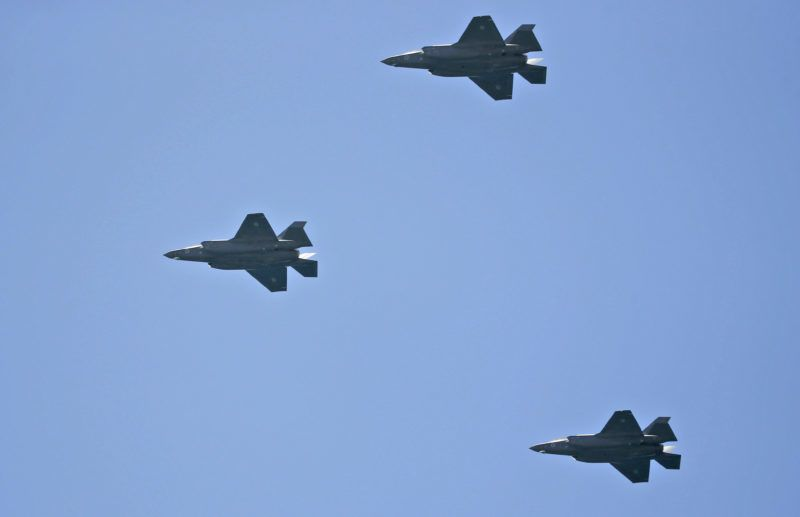 US-made Israeli air force F 35 planes fly over while performing during an air show as part of the 70th Independence Day celebrations on April 19, 2018 in the Mediterranean coastal city of Tel Aviv. Israel marks 70 years since the founding of the country according to the Hebrew calendar, celebrated as Independence Day and a national holiday. / AFP PHOTO / AHMAD GHARABLI