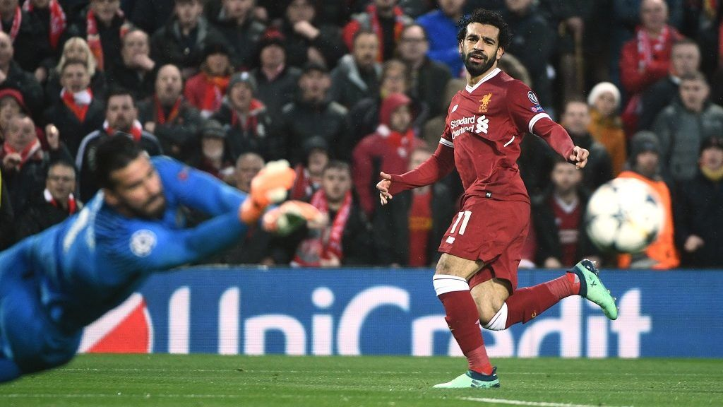 Liverpool's Egyptian midfielder Mohamed Salah (R) has a shot by Roma's Brazilian goalkeeper Alisson during the UEFA Champions League first leg semi-final football match between Liverpool and Roma at Anfield stadium in Liverpool, north west England on April 24, 2018. / AFP PHOTO / Filippo MONTEFORTE