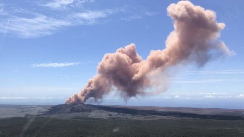 """In this photo provided bt the US Geological Survey, an ash plume rises above the Kilauea volcano on Hawaii's Big Island on May 3, 2018. Up to 10,000 people have been asked to leave their homes on Hawaii's Big Island following the eruption of the Kilauea volcano that came after a series of recent earthquakes. / AFP PHOTO / US Geological Survey / Kevan Kamibayashi / RESTRICTED TO EDITORIAL USE - MANDATORY CREDIT """"AFP PHOTO / US Geological Survey/ Kevan Kamibayashi- NO MARKETING NO ADVERTISING CAMPAIGNS - DISTRIBUTED AS A SERVICE TO CLIENTS"""