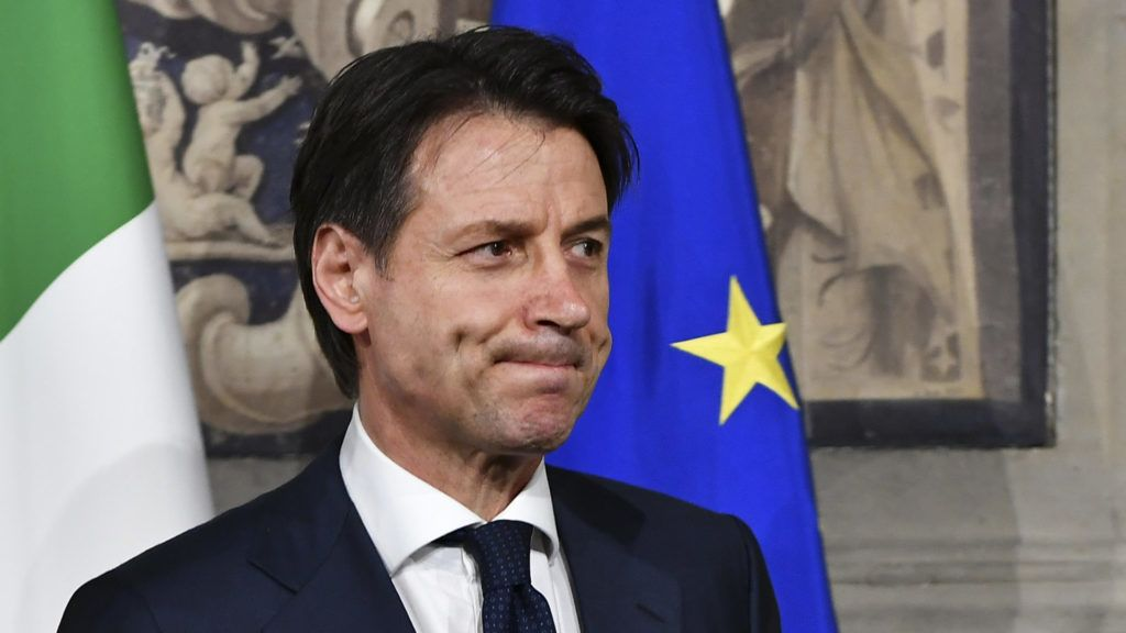 Italy's Prime minister candidate Giuseppe Conte leaves after a meeting with Italy's President Sergio Mattarella on May 27, 2018 at the Quirinale presidential palace in Rome. Italy's prime ministerial candidate Giuseppe Conte gave up on Sunday his mandate to form a government after talks with the president over his cabinet collapsed. / AFP PHOTO / Vincenzo PINTO