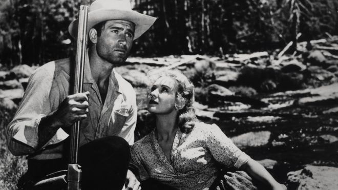 Fort Dobbs Year : 1958 Director : Gordon Douglas Clint Walker, Virginia Mayo,. WARNING: It is forbidden to reproduce the photograph out of context of the promotion of the film. Restricted to Editorial Use. Photo12 does not grant publicity rights of the persons represented on images