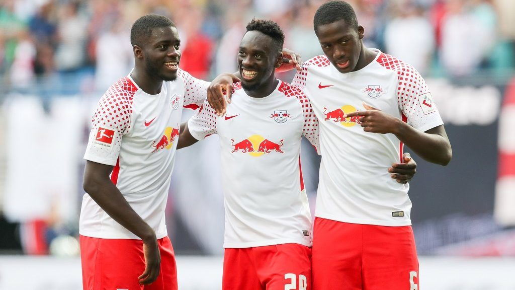 05 May 2018, Germany, Leipzig, Soccer, Bundesliga, 33th day of play, RB Leipzig vs VfL Wolfsburg at the Red Bull Arena: Leipzig's Dayot Upamecano (L-R), Jean-Kevin Augustin and Ibrahima Konaté celebrate the 4:1. Photo: Jan Woitas/dpa-Zentralbild/dpa - IMPORTANT NOTICE: Due to the German Football League·s (DFL) accreditation regulations, publication and redistribution online and in online media is limited during the match to fifteen images per match