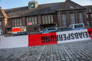 dpatop - 30 May 2018, Germany, Flensburg: The train station has been cordoned off by police. Apolice statement has reported that a knife attack on a inter city train took place inFlensburg. One person has died and two people were injured. Photo: Sebastian Iwersen/nordpresse mediendienst/dpa