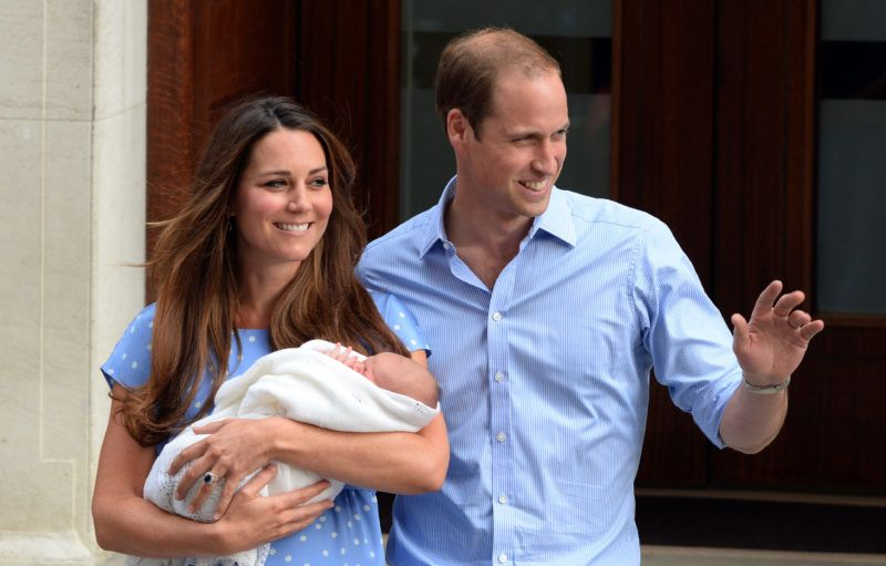LONDON, UNITED KINGDOM - JULY 23:  Catherine, Duchess of Cambridge and Prince William, Duke of Cambridge leave the Lindo Wing of St. Mary's hospital with their newborn son on July 23, 2013 in London, England. (Photo by Anwar Hussein/WireImage)