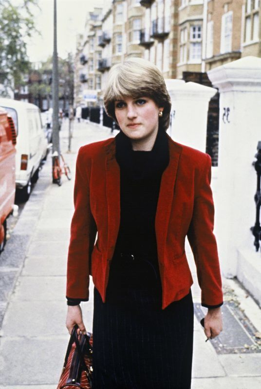 LONDON -NOVEMBER 30:  Lady Diana Spencer walks outside her flat in Earls Court prior to her engagement to Prince Charles on November 30, 1980 in London, England. (Photo by Anwar Hussein/Getty Images)