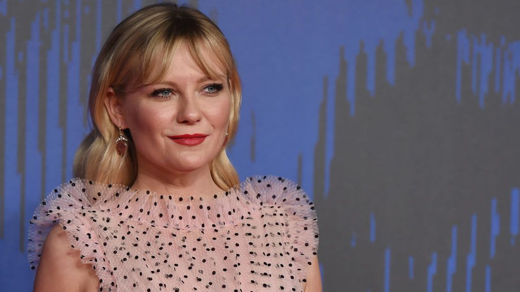 VENICE, ITALY - SEPTEMBER 04:  Kirsten Dunst walks the red carpet ahead of the 'Woodshock' screening during the 74th Venice Film Festival at Sala Giardino on September 4, 2017 in Venice, Italy.  (Photo by Stefania D'Alessandro/WireImage)