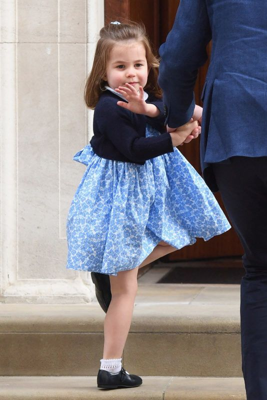 LONDON, ENGLAND - APRIL 23:  Prince William, Duke of Cambridge arrives with Prince George and Princess Charlotte at the Lindo Wing after Catherine, Duchess of Cambridge gave birth to their son at St Mary's Hospital on April 23, 2018 in London, England. The Duchess safely delivered a boy at 11:01 am, weighing 8lbs 7oz, who will be fifth in line to the throne.  (Photo by Karwai Tang/WireImage)