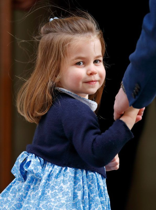 LONDON, UNITED KINGDOM - APRIL 23: (EMBARGOED FOR PUBLICATION IN UK NEWSPAPERS UNTIL 24 HOURS AFTER CREATE DATE AND TIME) Princess Charlotte of Cambridge arrives with Prince William, Duke of Cambridge at the Lindo Wing of St Mary's Hospital to visit her newborn baby brother on April 23, 2018 in London, England. The Duchess of Cambridge delivered a boy at 11:01 am, weighing 8lbs 7oz, who will be fifth in line to the throne. (Photo by Max Mumby/Indigo/Getty Images)