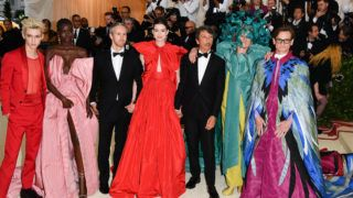NEW YORK, NY - MAY 07:  (L-R) Troye Sivan, Adut Akech, Adam Shulman, Anne Hathaway, Pierpaolo Piccioli, Frances McDormand and Hamish Bowles attend the Heavenly Bodies: Fashion & The Catholic Imagination Costume Institute Gala at the Metropolitan Museum of Art on May 7, 2018 in New York City.  (Photo by George Pimentel/Getty Images)