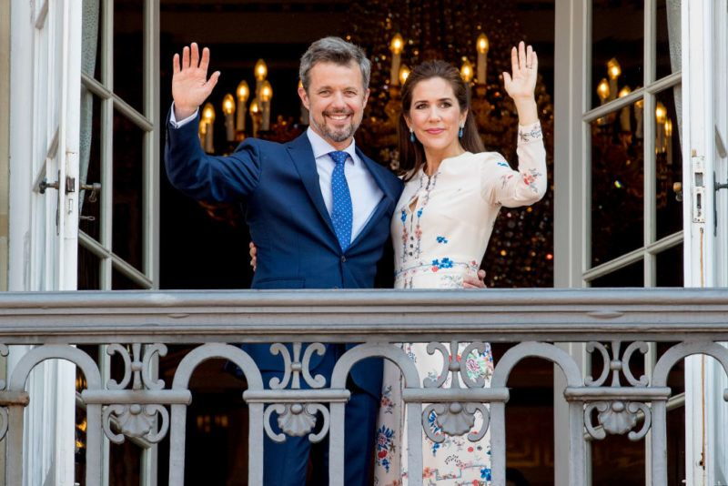 COPENHAGEN, DENMARK - MAY 26: Crown Prince Frederik of Denmark and Crown Princess Mary of Denmark appear on the balcony as the Royal Life Guards carry out the changing of the guard on Amalienborg Palace square on the occasion of the 50th birthday of The Crown Prince Frederik of Denmark on May 26, 2018 in Copenhagen, Denmark. (Photo by Patrick van Katwijk/Getty Images)
