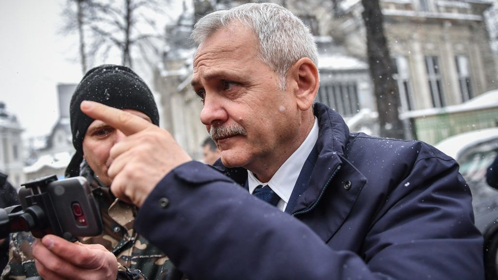 President of Romania's ruling Social Democratic Party (PSD) Liviu Dragnea arrives at the High Court of Cassation and Justice to attend a hearing on his trial in Bucharest on March 21, 2018. Dragnea, already barred from office due to an electoral fraud conviction, goes on trial over a fake jobs scandal. / AFP PHOTO / Daniel MIHAILESCU
