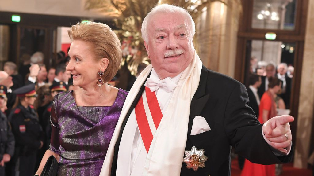 """Traditional Vienna Opera Ball at the Wiener Staatsoper (Vienna State Opera), in Vienna, Austria, 08 February 2018. In the picture:   Mayor of Vienna Michael Häupl and his wife Barbara Hörnlein(Photo credit should read """"ROLAND SCHLAGER/APA-PictureDesk via AFP"""")"""