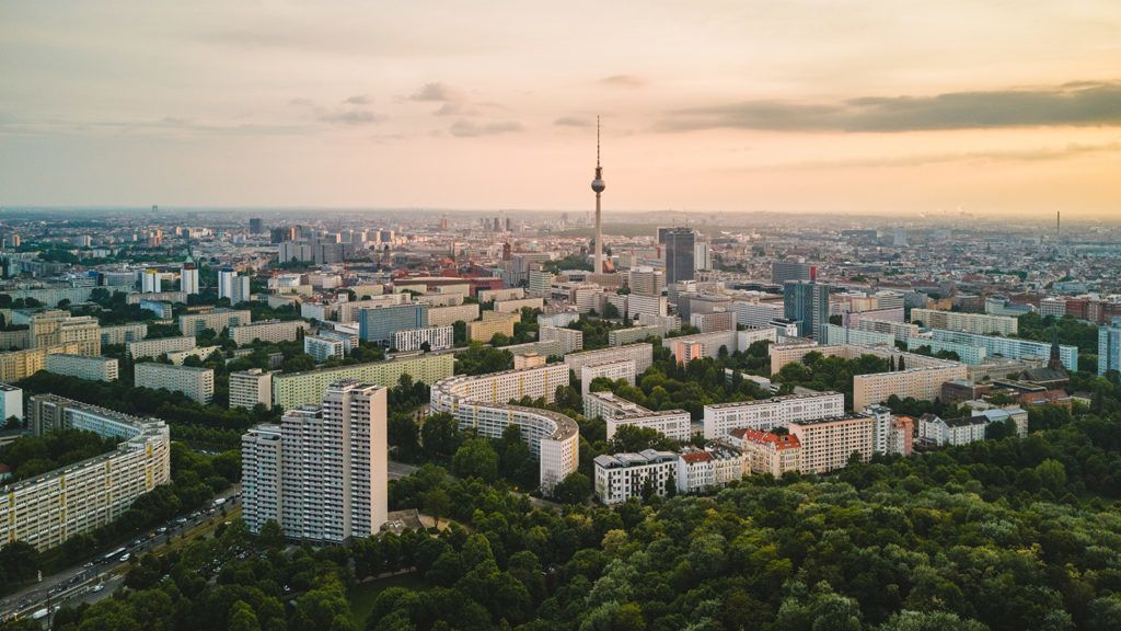 Sunrise at dawn over the Volkspark Friedrichshain on May 16, 2018 in Berlin. You can see the Berlin TV tower.Photo: picture alliance / Robert Schlesinger | usage worldwide
