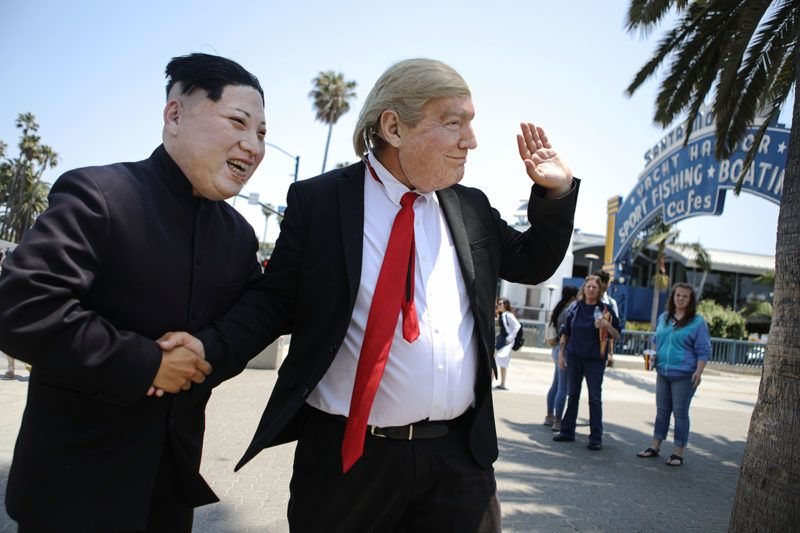 SANTA MONICA, CA - JUNE 07: North Korean leader Kim Jong Un, as impersonated by actor Emmanuel Salgado (L), and U.S. President Donald Trump, impersonated by actor Brandon Letourneau, perform at the entrance to Santa Monica pier for passerby on June 7, 2018 in Santa Monica, California. An historic summit between the two leaders is scheduled for June 12 in Singapore.   Mario Tama/Getty Images/AFP