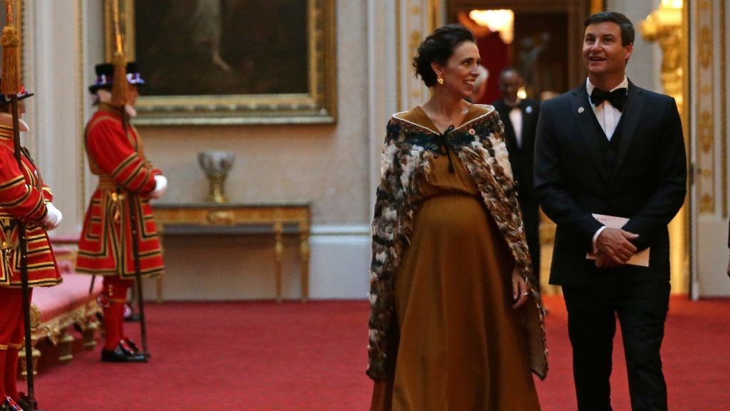 New Zealand's Prime Minister Jacinda Ardern (L) arrives to attend The Queen's Dinner during The Commonwealth Heads of Government Meeting (CHOGM), at Buckingham Palace in London on April 19, 2018.  Britain's Queen Elizabeth II, accompanied by Britain's Prince Charles, Prince of Wales, will receive Commonwealth Heads of Government and their spouses in the Blue Drawing Room, where the evening commences with a drinks reception. The dinner will take place in the Picture Gallery where Her Majesty will give a speech. / AFP PHOTO / POOL / Daniel LEAL-OLIVAS