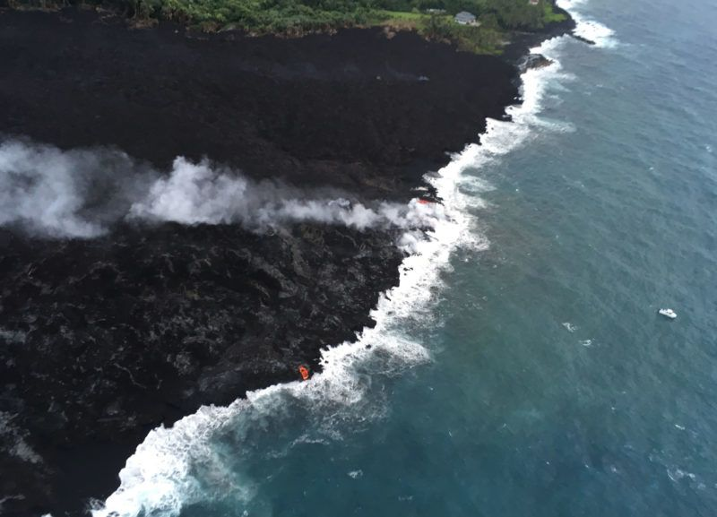 """This image obtained May 30, 2018 from the US Geological Survey shows what scientists on the early morning overflight of K?lauea Volcano's lower East Rift Zone documented May 29, 2018 of a very weak ocean entry, for the easternmost lobe, only a few small finger channels of lava were entering the ocean from K?lauea Volcano, Hawaii.  Haze from the Kilauea volcano eruption in Hawaii blanketed the Marshall Islands 3,700 kilometres (2,300 miles) away on May 27, 2018, as officials warned it would continue moving west. The haze, a phenomenon known as """"vog"""" or volcanic smog, """"is spreading across Micronesia,"""" the US National Weather Service based in Guam said.  / AFP PHOTO / US Geological Survey / HO / RESTRICTED TO EDITORIAL USE - MANDATORY CREDIT """"AFP PHOTO / US Geological Survey/HO"""" - NO MARKETING NO ADVERTISING CAMPAIGNS - DISTRIBUTED AS A SERVICE TO CLIENTS"""