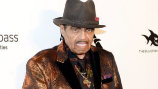 (FILES) In this file photo taken on March 4, 2018 Talent manager Joe Jackson attends the Elton John AIDS Foundation 26th Annual Academy Awards Viewing Party at  West Hollywood Park, California. Joe Jackson, the patriarch of the Jackson family had been battling terminal pancreatic cancer and died early morning on June 27, 2018. He was 89. / AFP PHOTO / TARA ZIEMBA