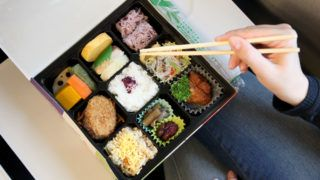 A bento box (special dosage form) with food pictured in Kyoto, October 5, 2014. Photo: Friso Gentsch/dpa