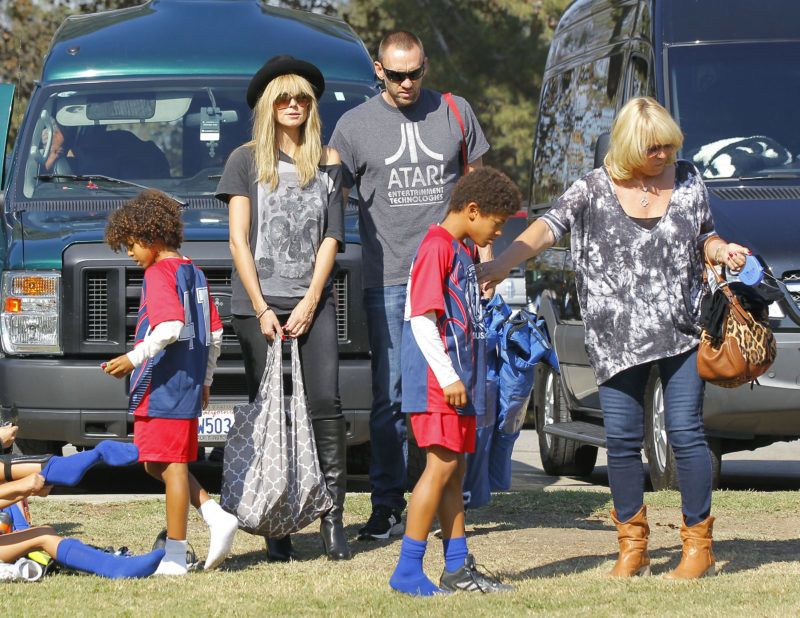 LOS ANGELES, CA - November 10: Heidi Klum, along with her boyfriend Martin Kristen, mother, Erna Klum and sons, Henry Samuel and Johan Samuel are seen  on November 10, 2013 in Los Angeles, California.  (Photo by Bauer-Griffin/FilmMagic)