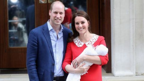 LONDON, ENGLAND - APRIL 23:  Prince William, Duke of Cambridge and Catherine, Duchess of Cambridge depart the Lindo Wing with their newborn son at St Mary's Hospital on April 23, 2018 in London, England. The Duchess safely delivered a boy at 11:01 am, weighing 8lbs 7oz, who will be fifth in line to the throne.  (Photo by Chris Jackson/Getty Images)
