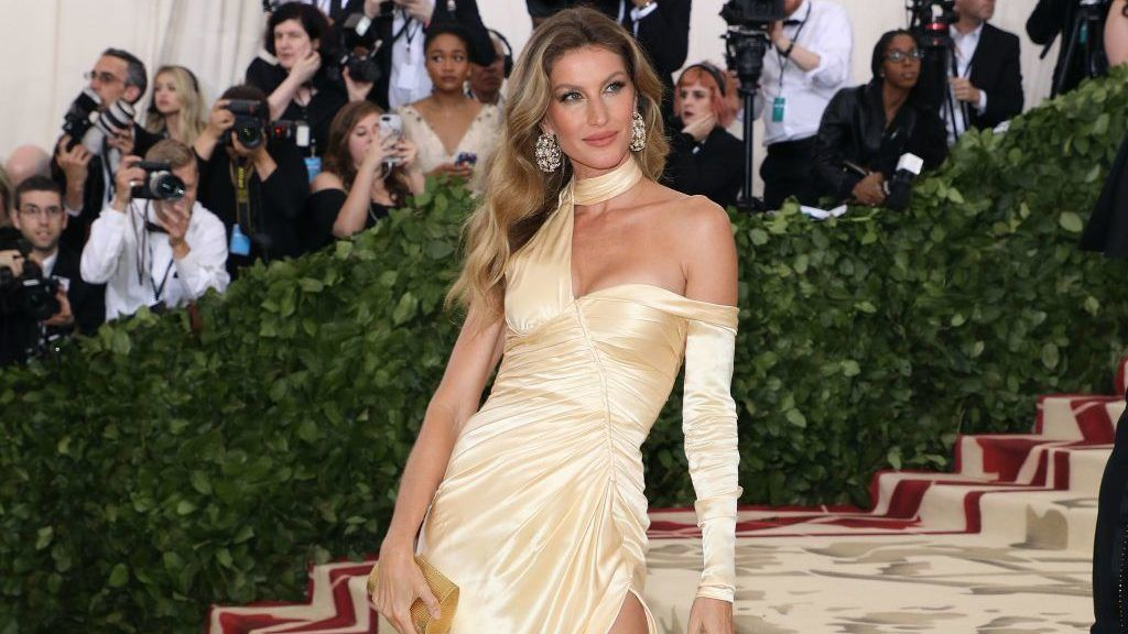 """NEW YORK, NY - MAY 07:  Gisele Bundchen attends """"Heavenly Bodies: Fashion & the Catholic Imagination"""", the 2018 Costume Institute Benefit at Metropolitan Museum of Art on May 7, 2018 in New York City.  (Photo by Taylor Hill/Getty Images)"""