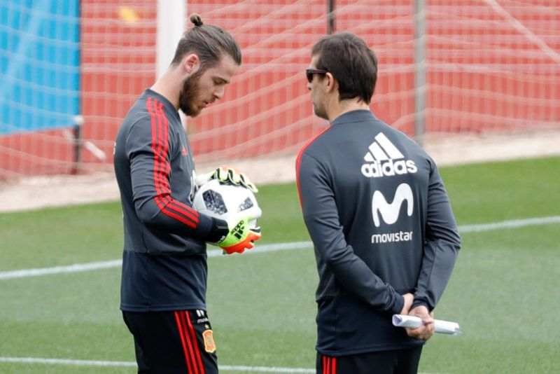 MADRID, SPAIN - MAY 30: David De Gea of Spain and Head coach Julen Lopetegui of Spain look on during a training session on May 30, 2018 in Madrid, Spain. (Photo by TF-Images/Getty Images)