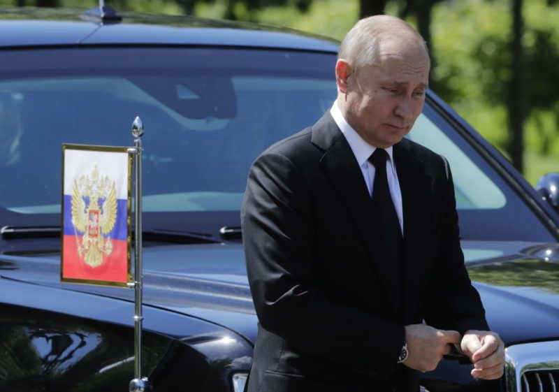MOSCOW, RUSSIA - JUNE 22, 2018: Russia's President Vladimir Putin attends a wreath-laying ceremony at the Tomb of the Unknown Soldier by the Kremlin Wall on Day of Memory and Sorrow marking the 77th anniversary of the start of the Great Patriotic War when Nazi German troops attacked the Soviet Union on June 22, 1941. Mikhail Metzel/TASS (Photo by Mikhail MetzelTASS via Getty Images)
