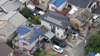 An aerial photo shows broken roofs due to an earthquake registering a weak 6 on the Japanese seismic scale in Ibaraki City, the north side of Osaka Prefecture on June 18, 2018. According to the Meteorological Agency, the depth of the epicenter is estimated to be about 13 kilometers, and the indicative magnitude is estimated to be 6.1. Some aftershocks occurred one after another in the afflicted areas.  ( The Yomiuri Shimbun )