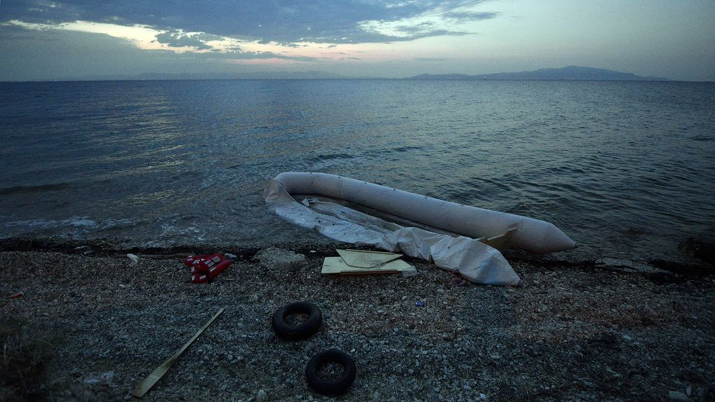 A dinghy used by migrants lies on the shore on the island of Lesbos, early on June 18, 2015. Some 48,000 migrants and refugees have landed on Greek shores so far this year, compared to 34,000 arrivals during all of 2014, according to the International Organization for Migration (IOM). AFP PHOTO / LOUISA GOULIAMAKI / AFP PHOTO / LOUISA GOULIAMAKI