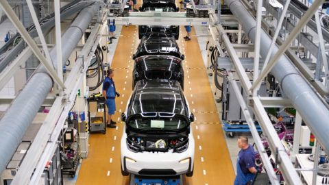 23 May 2018, Germany, Leipzig: BMW staff working on the production of the electric car i3 in the BMW Group factory in Leipzig. Photo: Sebastian Willnow/dpa-Zentralbild/dpa
