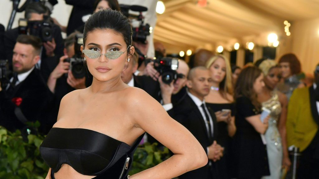 Kylie Jenner arrives for the 2018 Met Gala on May 7, 2018, at the Metropolitan Museum of Art in New York.  The Gala raises money for the Metropolitan Museum of Arts Costume Institute. The Gala's 2018 theme is Heavenly Bodies: Fashion and the Catholic Imagination. / AFP PHOTO / ANGELA WEISS