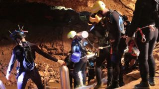 """This undated handout photo taken recently and released by the Royal Thai Navy on July 7, 2018 shows a group of Thai Navy divers in Tham Luang cave during rescue operations for the 12 boys and their football team coach trapped in the cave at Khun Nam Nang Non Forest Park in the Mae Sai district of Chiang Rai province. / AFP PHOTO / ROYAL THAI NAVY / Handout / XGTY - RESTRICTED TO EDITORIAL USE - MANDATORY CREDIT """"AFP PHOTO / ROYAL THAI NAVY"""" - NO MARKETING NO ADVERTISING CAMPAIGNS - DISTRIBUTED AS A SERVICE TO CLIENTS"""