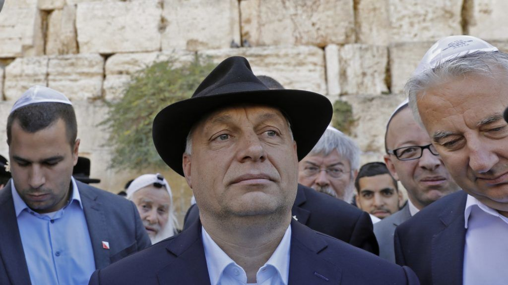 """Hungarian Prime Minister Viktor Orban (C) visits the Western Wall in Jerusalem's Old City on July 20, 2018.  The Hungarian Prime Minister pledged """"zero tolerance"""" for anti-Semitism on July 19, 2018, during a controversial visit to Israel after facing accusations of stoking anti-Jewish sentiment back home.Orban and Israeli Prime Minister Benjamin Netanyahu have found common cause in their right-wing views despite controversy surrounding the Hungarian leader's nationalist rhetoric.  / AFP PHOTO / MENAHEM KAHANA"""