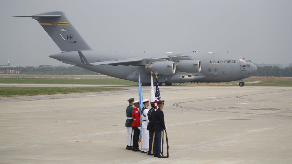 A US cargo aircraft carrying the remains of 55 US soldiers killed during the 1950-53 Korean War, arrives from North Korea at Osan Air Base in Pyeongtaek on July 27, 2018. A US military aircraft carrying the remains of US Korean War dead collected in North Korea arrived in the South on July 27, the 65th anniversary of the armistice that ended the fighting. / AFP PHOTO / POOL / KIM HONG-JI